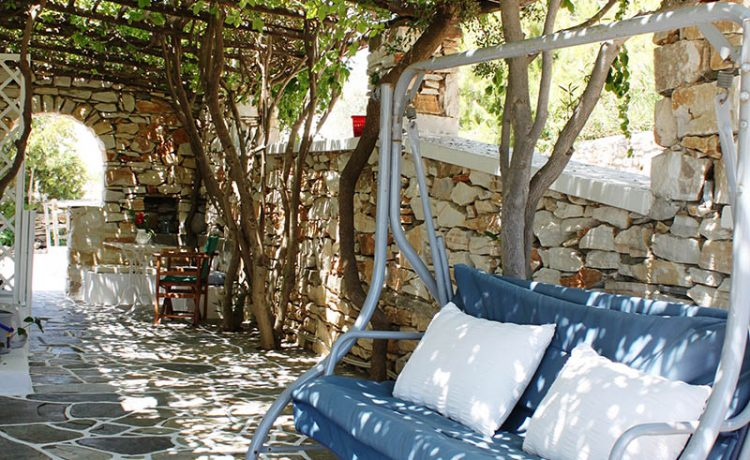 Room rentals on Drios Paros