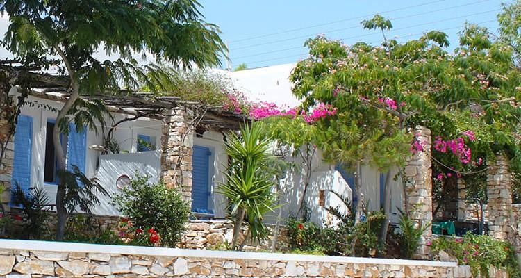 Paros apartments garden