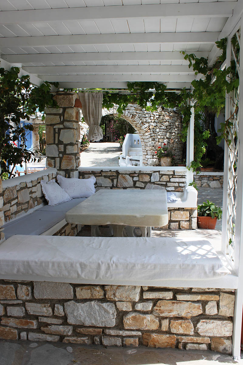 BBQ & outdoor lounge at the garden of Alpha Omega rooms in Drios Paros