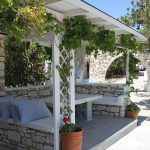 Room rentals in Drios Paros - outdoor lounge