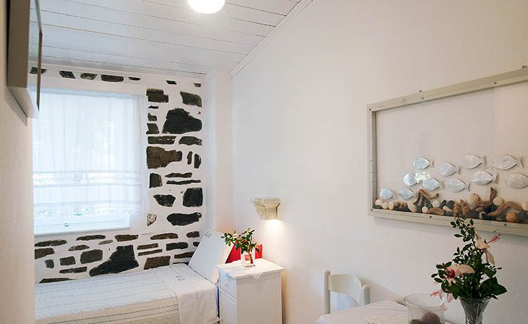 Holiday Apartment for 4 on Paros Greece