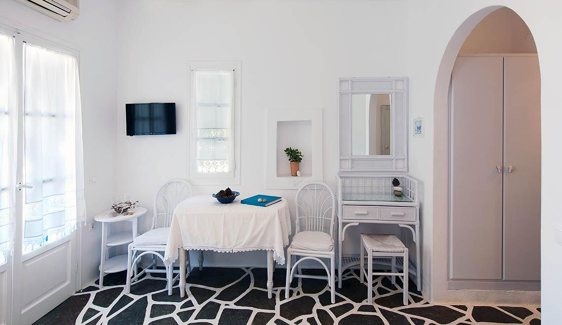 Studio for 3 in Alpha Omega Studios & Apartments, Drios Paros